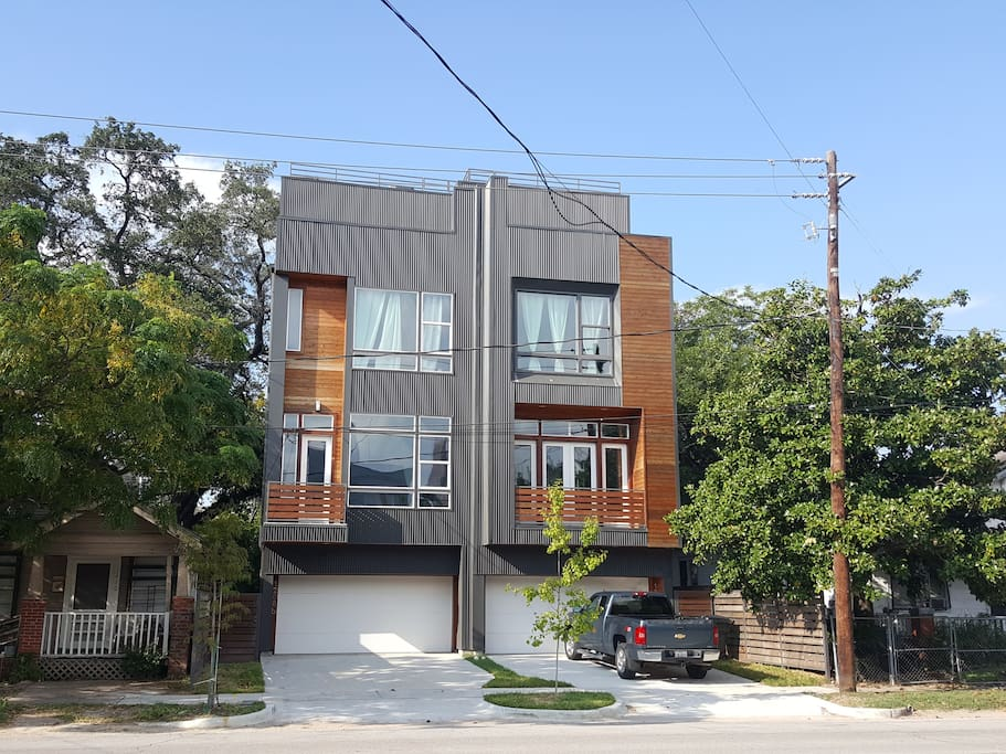 Modern townhouse in Houston Arts District
