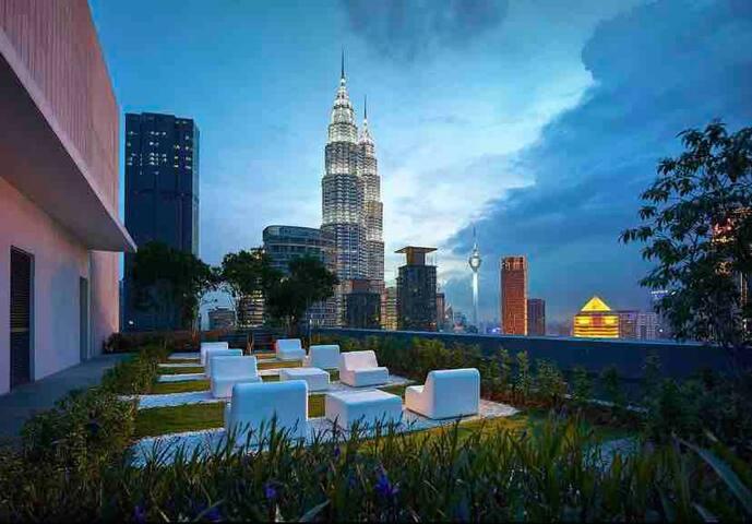 5 stars KLCC Luxury Suite | WiFi 100mbps + Bathtub