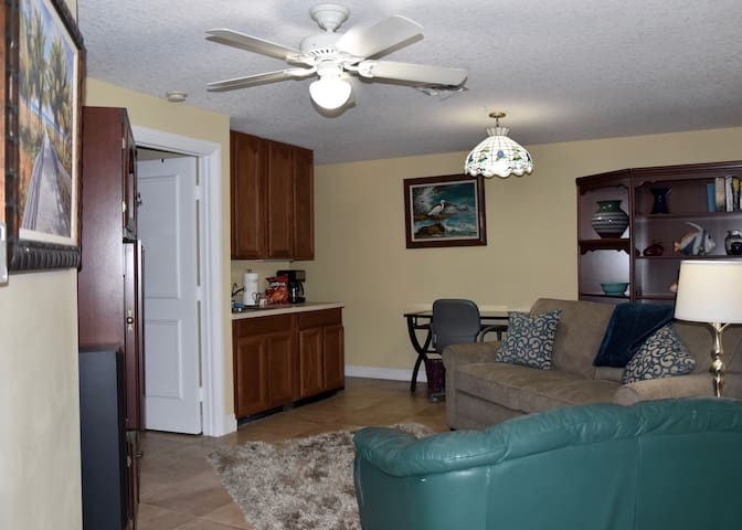 Private 1/1 Equestrian Country Comfort Apartment - West Palm Beach
