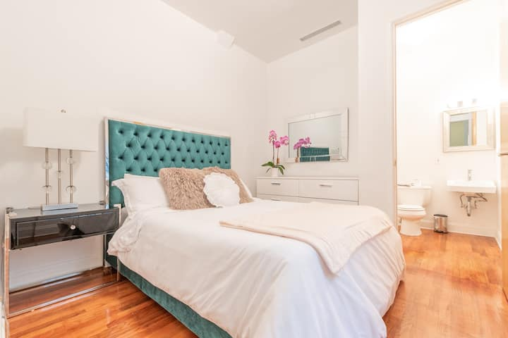 Townhouse Apartment steps away from Central Park