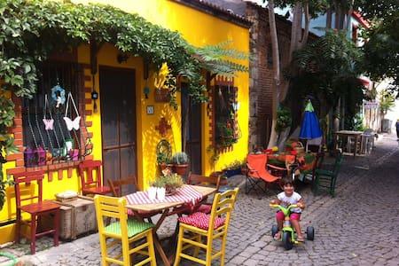 Bozcaada'daki eviniz; Leyla 1