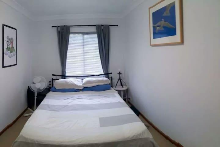 2 Bedroom Wembley Townhouse! - Perth - Apartment