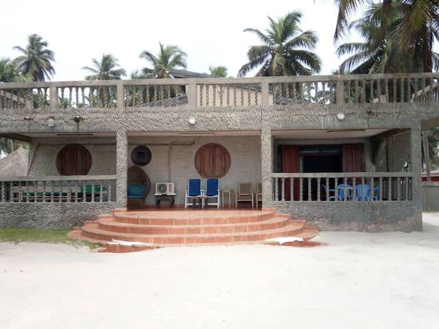 Maison avec vu sur la mer a Assinie