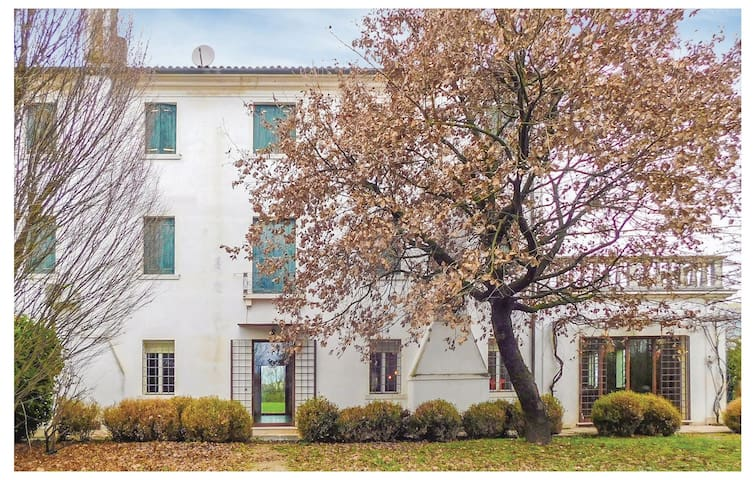Semi-Detached with 6 bedrooms on 500 m²