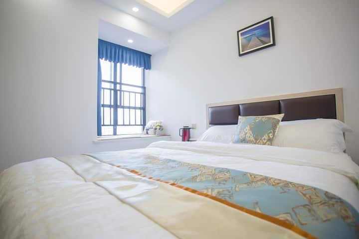 张家界可爱飘窗的阳光大房间