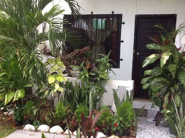 My COZY 1 bedroom for 2 - Belize City - Townhouse