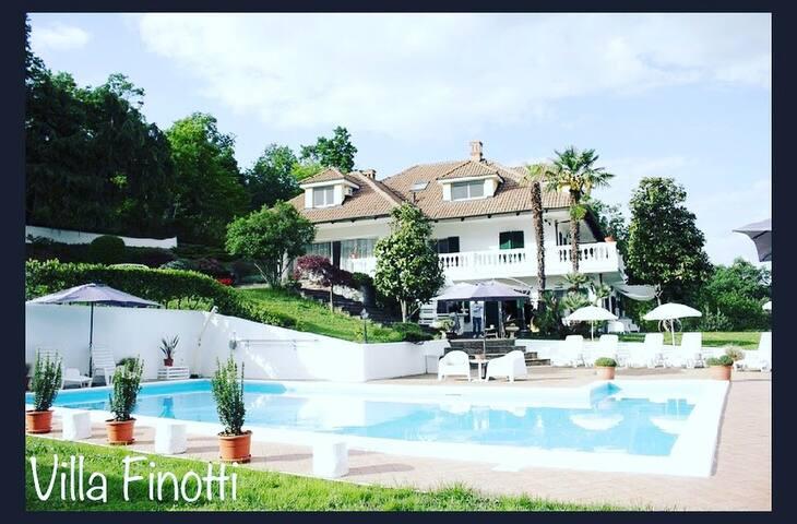 Villa con piscina estiva e barbecue