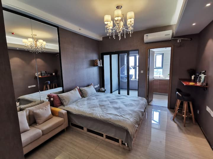 恒大公寓影城双清湾一室一厅用品齐全品质民宿