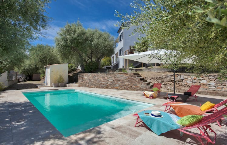 Villa Le Corps de Garde, with swimming-pool and garden of 1200m2