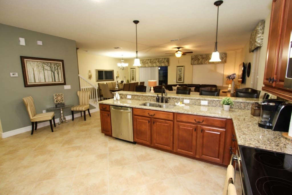 Beautiful Gourmet Kitchen w/Stainless Steel Appliances and Granite Counter Tops