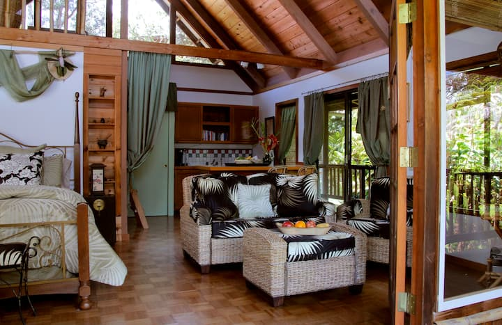 Cozy Cottage in Upscale B & B