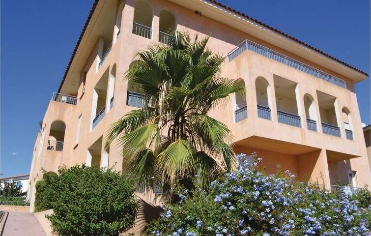 Holiday apartment with 1 bedroom on 55 m² in Aleria