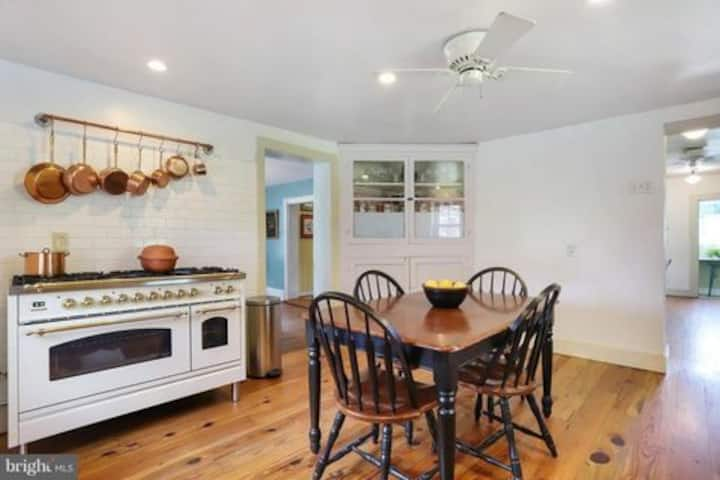 Family stay in Historic Middleway near trails