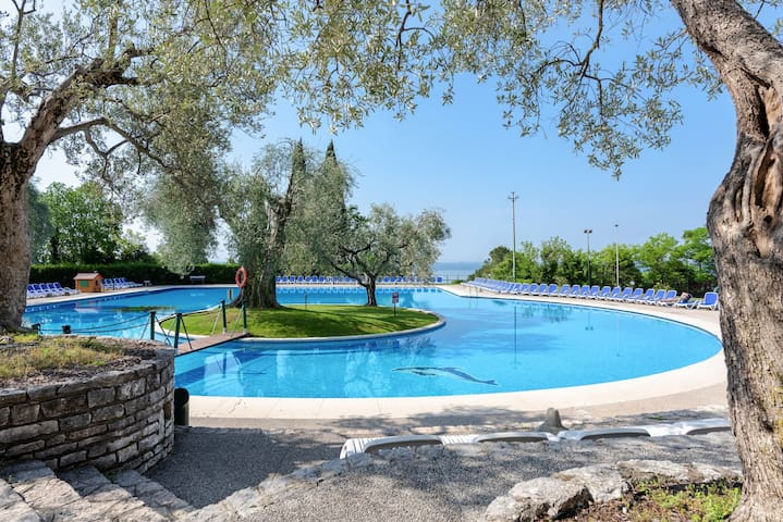 Garda Lake Apartment with park view