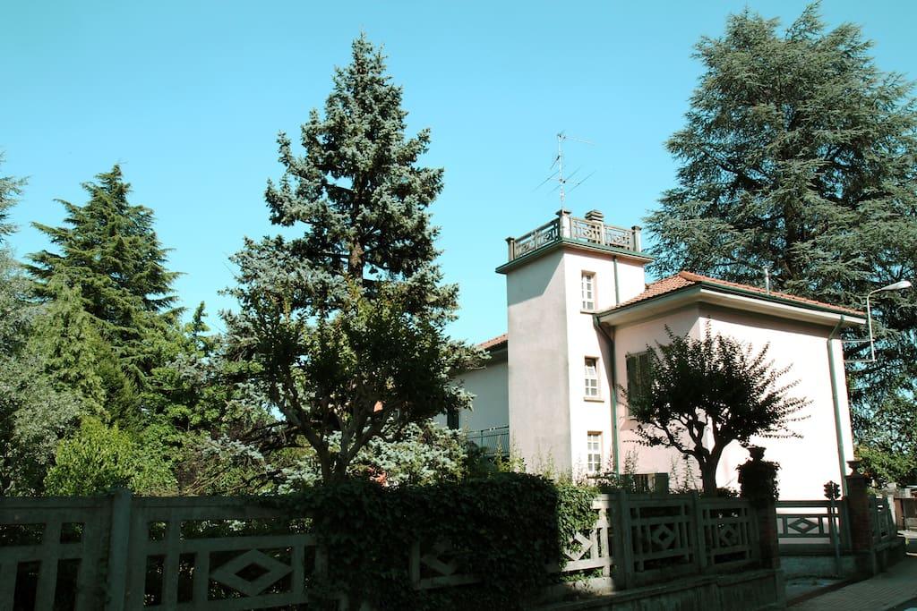 La casa e il suo giardino.