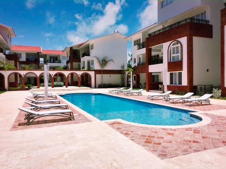 New & Beautiful Centrally Located Condo Near Beach