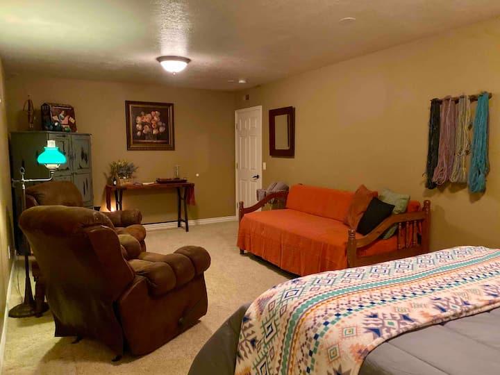 Bowdust Alpaca Ranch Fiber Arts Studio Queen Room