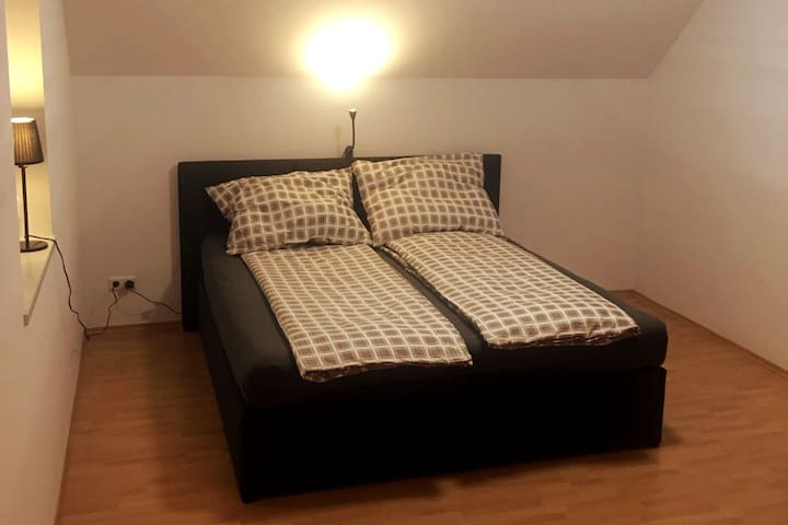 Spacious room in Villa&garden. 30min from Prater