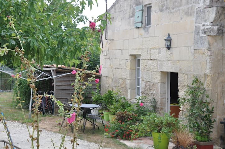 Maison de pierre au cœur de la Charente Maritime