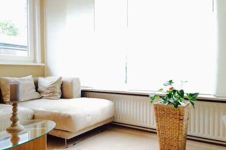 Großes gemütliches Doppelzimmer - Norderstedt - บ้าน