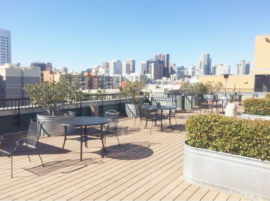Access to Rooftop Deck with Barbecue
