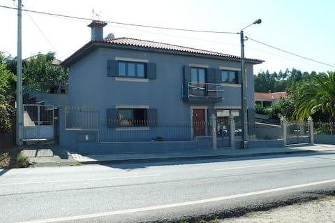 Maison neuve d'environ 150 m2 située à Sobrado