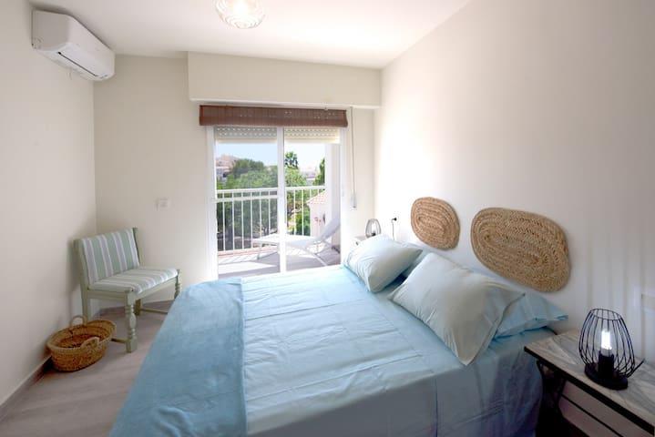 Dormitorio 1 con cama doble
