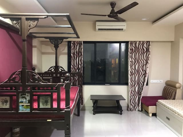 Shared room in lavish 3bhk apartment near airport