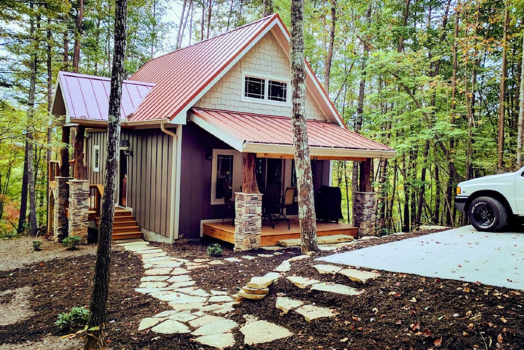Rustic mountain cabin close to everything cabins for for Asheville mountain homes