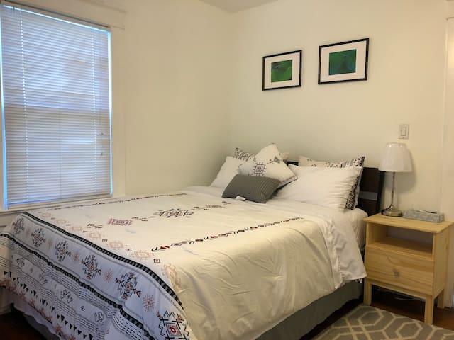Private Room in Hicksville 2