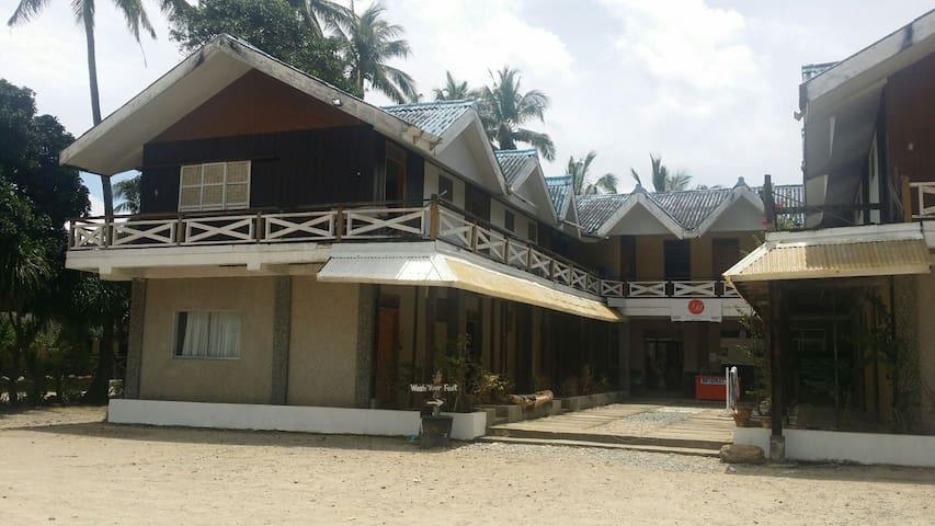 Villa manuela/ small room (beach front) PAGUDPUD