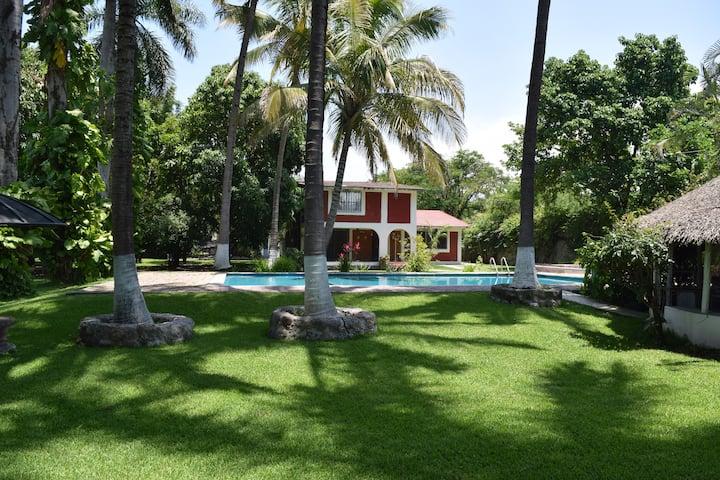 Hermosa Villa con alberca en Morelos Miacatlan