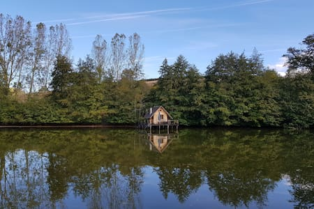 Charming cabin on water - Burgundy