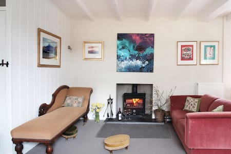 Farmhouse in secluded valley 5 mins from the sea. - Solva - House