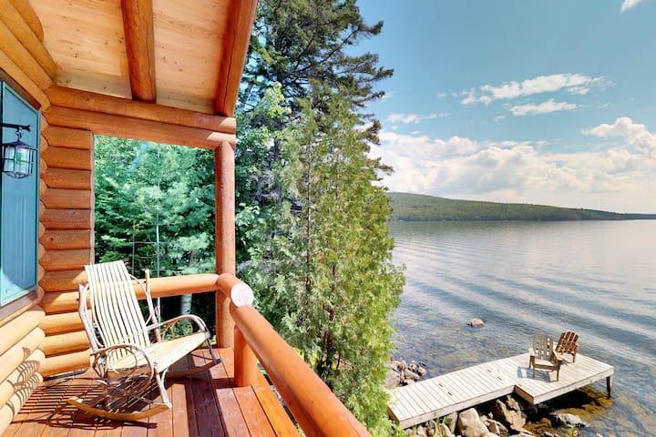 Waterfront log cabin on Moosehead Lake w/dock, kayaks & views