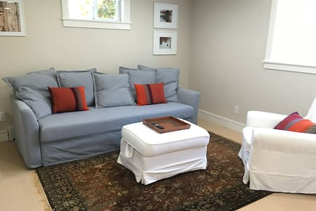 Charming Fremont/ Phinney Location - Seattle - Apartment