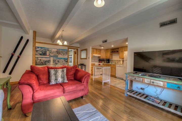 Ski Breck Condo - Clubhouse & Free Breck Shuttle!