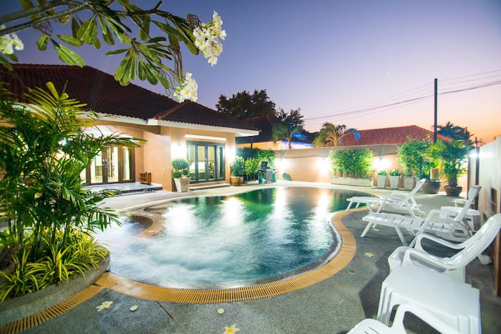 Private Pool villa 5 Bedrooms🏖.@Jomtien beach.