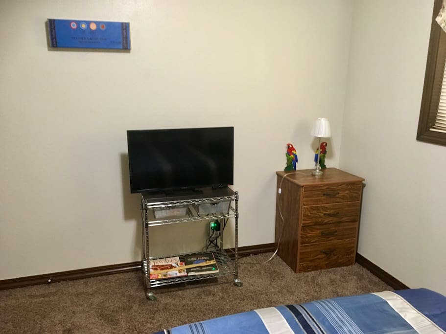 TV 32 inch with cable and dresser.