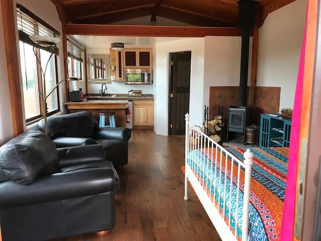 Casita Luna - Rural, Natural, Cozy Retreat
