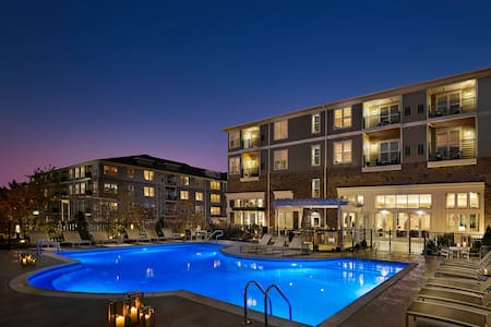 Sparkling Clean 1Bd Apt | Resort Pool & Amenities