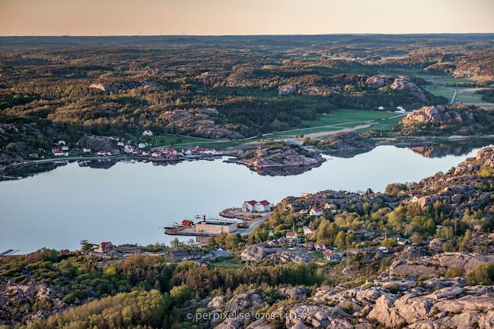 Havsnära Larssons lya i Gerlesborg