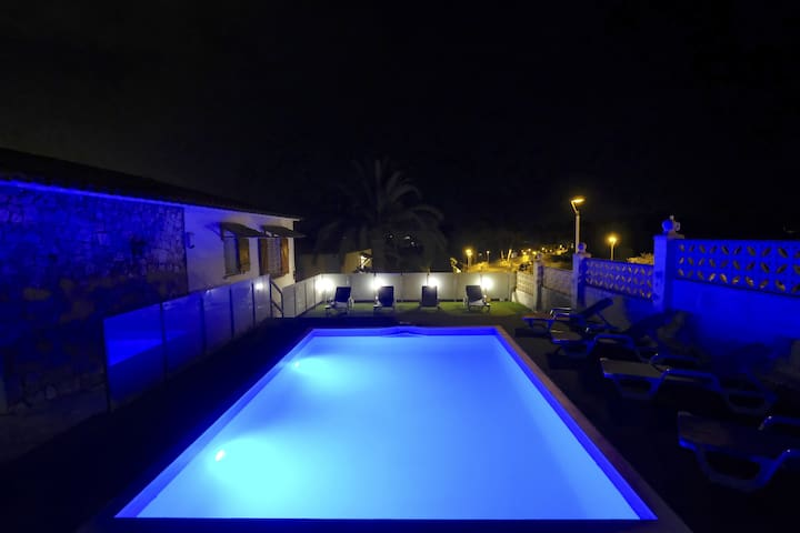 PANORAMIC Villa with private pool & barbecue zone