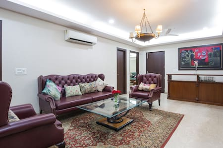 Luxurious South Delhi 3 Bed Room Apartment