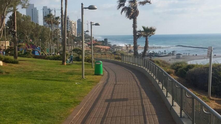 Corniche a 3 mns de l'appt