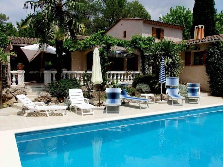 «Comme chez Soi» villa à Saint Paul en Forêt
