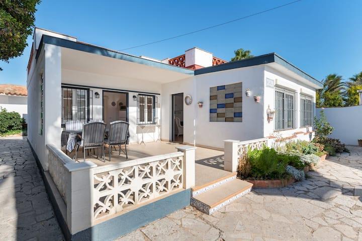 Vrijstaand huis in een rustige woonwijk van Vinaròs vlakbij het strand