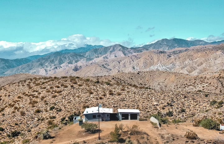 The Outpost · Hot Tub, Mountain Views, Location!
