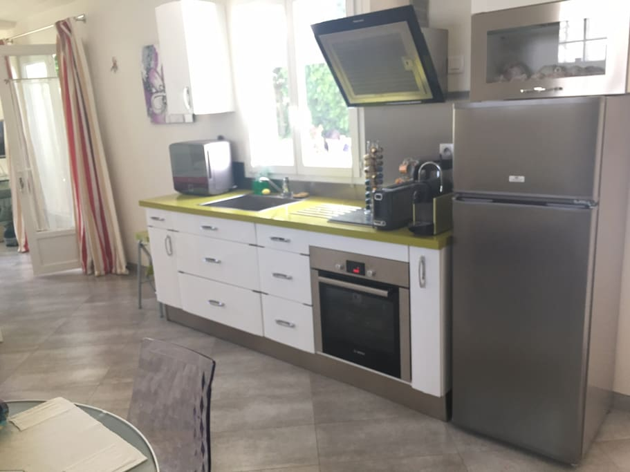 Cuisine toute équipée - fully equipped kitchen