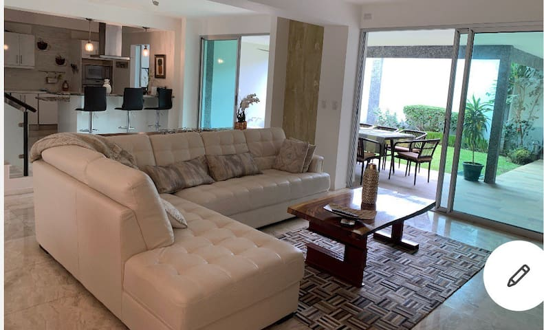 2.Modern, Classy, Comfortable in gated community!
